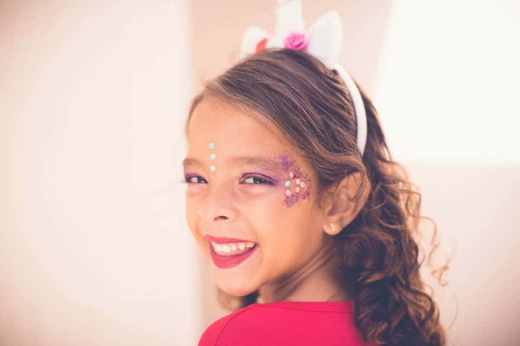 Rechtenvrije foto van een blij meisje van Patricia Prudente via Unsplash